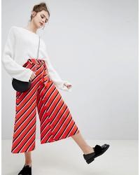 Pantalones anchos de rayas horizontales rojos de Bershka
