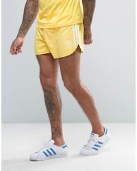 Pantalones cortos amarillos de adidas