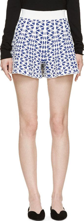 Pantalones cortos con print de flores celestes de Alexander McQueen