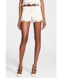 Pantalones cortos de encaje en beige