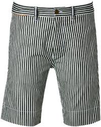 Pantalones cortos de rayas verticales en blanco y negro