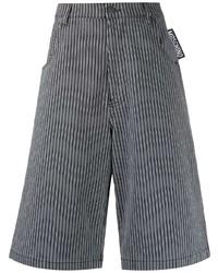 Pantalones cortos de rayas verticales grises de Moschino