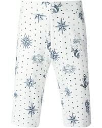 Pantalones cortos estampados en blanco y azul de Alexander McQueen