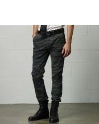 Como Combinar Unos Pantalones De Camuflaje 137 Outfits Lookastic Espana