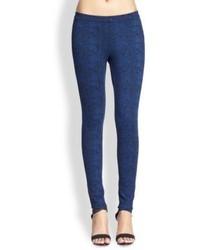 Pantalones pitillo con print de serpiente azul marino
