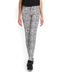 Pantalones pitillo de leopardo en blanco y negro