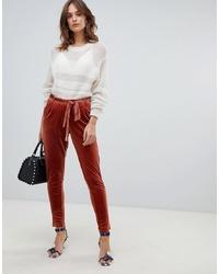 Pantalones pitillo de terciopelo marrónes de Vila