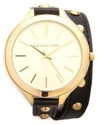 Reloj de cuero con tachuelas en negro y dorado de Michael Kors