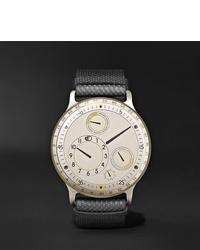 Reloj de cuero gris de Ressence