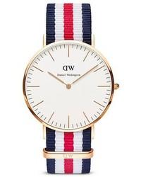 Reloj de lona de rayas horizontales en blanco y rojo y azul marino