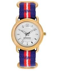 Reloj en blanco y rojo y azul marino