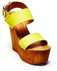 Sandalias con cuña de cuero amarillas