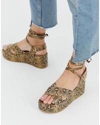 Sandalias con cuña de cuero con print de serpiente marrón claro de RAID