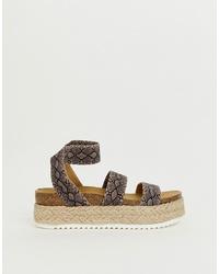 Sandalias con cuña de cuero con print de serpiente marrónes de Steve Madden