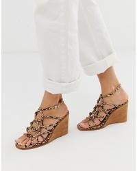 Sandalias con cuña de cuero marrón claro de ASOS DESIGN