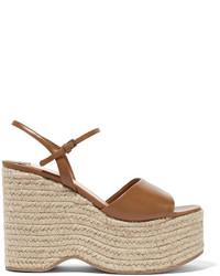 Sandalias con cuña de cuero marrón claro de Miu Miu