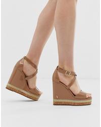 Sandalias con cuña de cuero marrónes de Kurt Geiger London