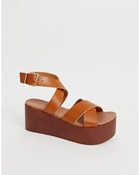 Sandalias con cuña de cuero marrónes de New Look