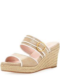 Sandalias con cuña de lona en beige