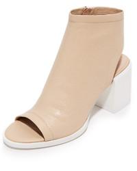 Sandalias de cuero marrón claro de DKNY