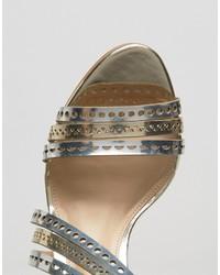 Sandalias de cuero plateadas de Carvela