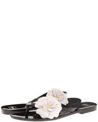 Sandalias de dedo con print de flores en blanco y negro