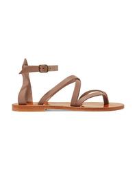 Sandalias de dedo de cuero marrónes de K Jacques St Tropez