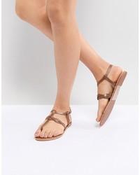 Sandalias de dedo de cuero marrónes de New Look