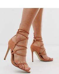 Sandalias de tacón de ante marrón claro de Missguided