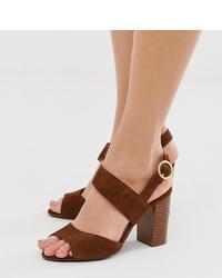Sandalias de tacón de ante marrónes de New Look Wide Fit