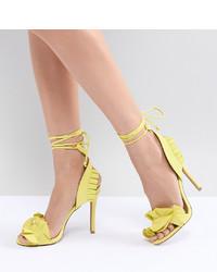 Sandalias de tacón de cuero amarillas de Qupid
