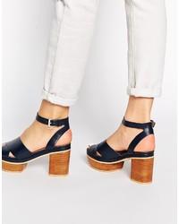 Sandalias de tacón de cuero azul marino de Asos