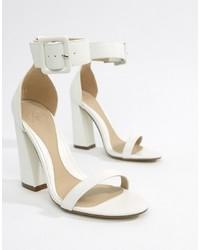 Sandalias de tacón de cuero blancas de Missguided