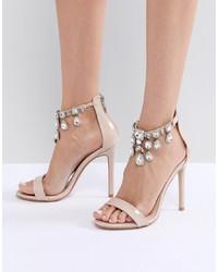 Sandalias de tacón de cuero con adornos en beige de Public Desire