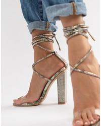 Sandalias de tacón de cuero con adornos transparentes