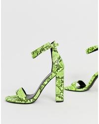 Sandalias de tacón de cuero con print de serpiente en amarillo verdoso de SIMMI Shoes