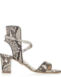 Sandalias de tacón de cuero con print de serpiente grises