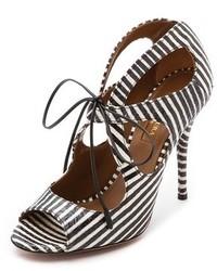 Sandalias de tacón de cuero de rayas verticales en blanco y negro de Aquazzura
