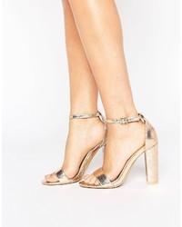 Sandalias de tacón de cuero doradas de Glamorous