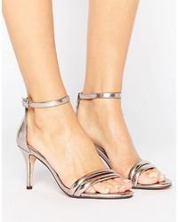 Sandalias de tacón de cuero doradas de Head Over Heels