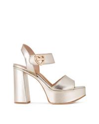 Sandalias de tacón de cuero doradas de Love Moschino