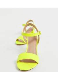 Sandalias de tacón de cuero en amarillo verdoso de New Look