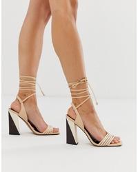Sandalias de tacón de cuero en beige de ASOS DESIGN