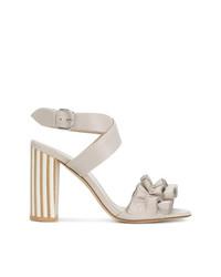 Sandalias de tacón de cuero en beige de Fabiana Filippi
