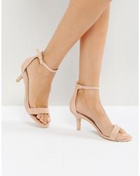 Sandalias de tacón de cuero en beige de Glamorous