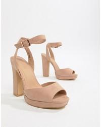 Sandalias de tacón de cuero en beige de New Look