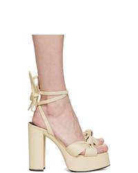 Sandalias de tacón de cuero en beige de Saint Laurent