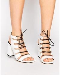 Sandalias de tacón de cuero en blanco y negro de Senso