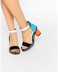 Sandalias de tacón de cuero en multicolor de Kat Maconie