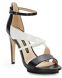 Sandalias de tacón de cuero en negro y blanco